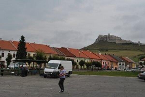 Mesto UNESCO. Mariánske námestie i Spišský hrad (v pozadí) sú v zozname pamiatok UNESCO.