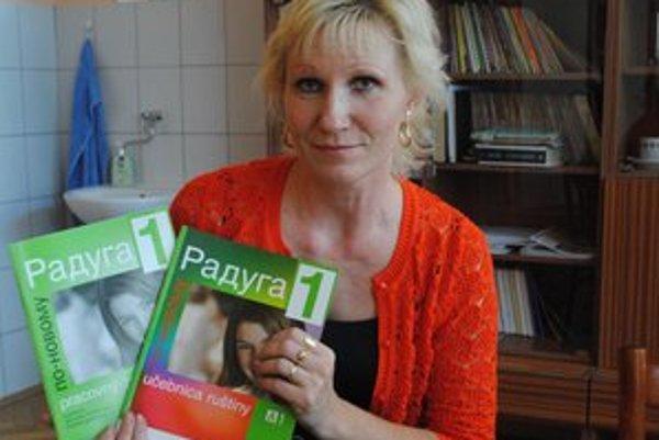 Renáta Imrichová po dlhých rokoch drží v rukách opäť učebnice ruštiny.