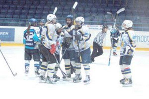 Radosť z gólu. HC Osy sa proti Martinčankám takto radovali sedemkrát.