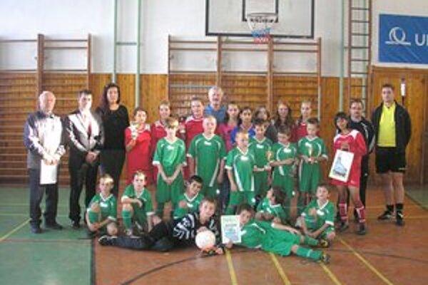Účastníci turnaja. V Spišských Vlachoch sa konal turnaj s poľskými družstvami z partnerského mesta.