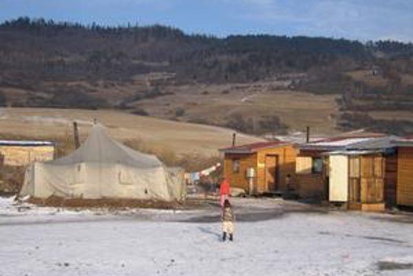 Horváthovci aj v tejto tuhej zime bývajú vo vojenskom stane. Svoju bytovú situáciu už dlhší čas neriešia.