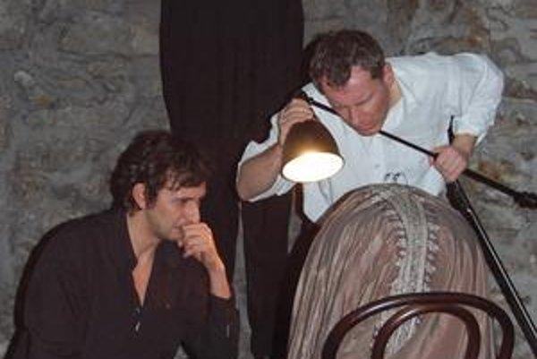 Smiech v temnote. Na snímke M. Macala a P. Čižmár.