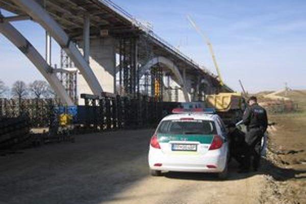 Pri stavbe diaľničného mosta pri Spišskom Podhradí sa stal smrteľný pracovný úraz.