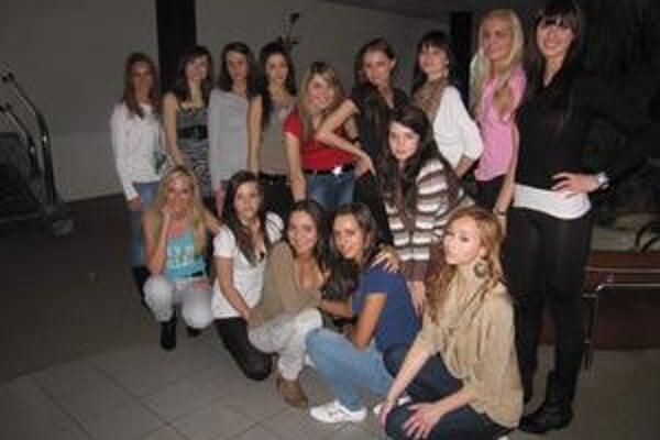 Ktorá z nich vyhrá? Na neverejný výber prišlo toľko krásnych dievčat, že organizátori mali problém vyberať.