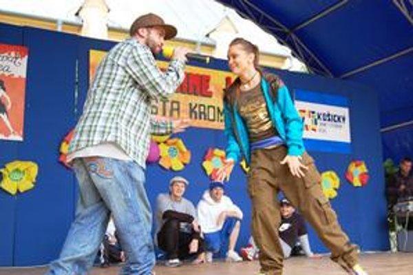 Laci Strike s Aničkou Krompašanov pobavili a prilákali množstvo tanečníkov.