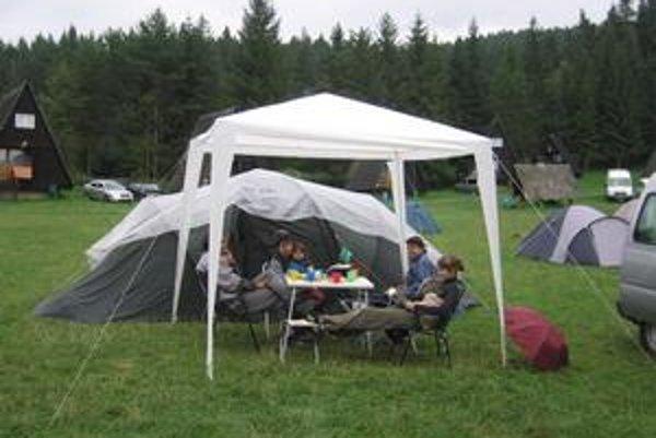 Romantická dovolenka. Košťálovci najradšej dovolenkujú pod stanom. Stretli sme ich v Slovenskom raji na Podlesku.