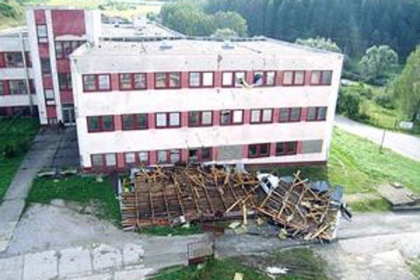 Strecha z mestského domu pristála na tomto objekte, spolumajiteľom je P. Kováč.