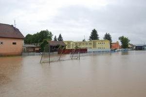 Škola v Smižanoch. Prízemie zaliala voda. Otvorenie školského roka to však neohrozilo.