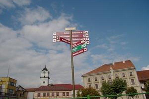 Označovanie ulíc. Pomôže najmä návštevníkom lepšie sa orientovať v meste pod Spišským hradom.