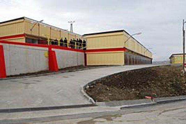 Nové garáže. Pribudli na sídlisku Mier v Spišskej Novej Vsi.