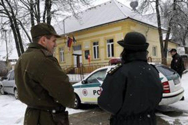 V Žehre pri voľbách asistuje polícia.