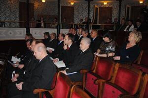 Nové mestské zastupiteľstvo. Pravičiari majú prevahu, obsadili dvanásť poslaneckých kresiel.