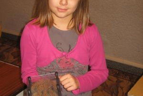 Alexandra Maskaľová. Na výstave ju najviac zaujal tento ihličkový reliéf z Fínska.
