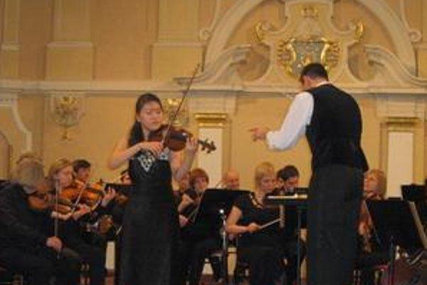 Eujin Lim. Talentovaná huslistka pochádza z Južnej Kórey.