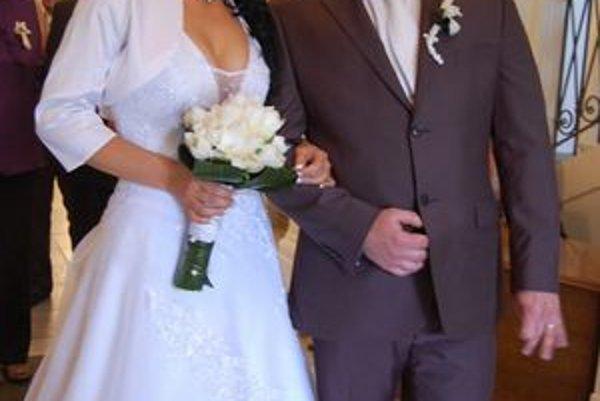 Janka a Slavomír svoje áno si povedali v deň kráľovskej svadby.