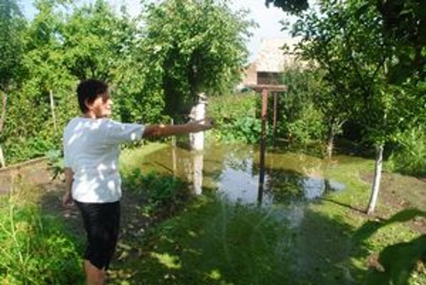 Letanovce. Voda zničila dedinčanom aj úrodu v záhradkách.