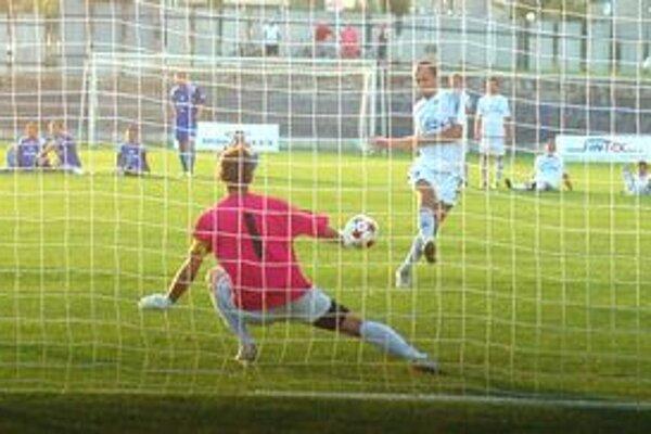 Druhý a rozhodujúci gól Martina Zlatohlavého z penaltového rozstrelu.