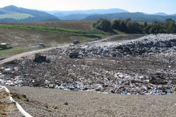 Rozšírenie skládky. Po ľavej strane vznikne nový priestor na ukladanie a zneškodňovanie odpadu.
