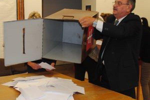 František Hámor. Dnes už nie je riaditeľom technických služieb. Ako člen Smeru–SD bol predsedom jednej z volebných komisií v meste.