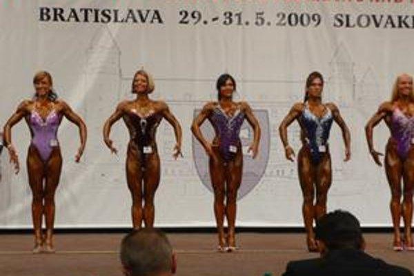 Z roka na rok lepšie – Monika Korbová (druhá zľava) si vybojovala na majstrovstvách Európy v silnej konkurencii výborné piate miesto.