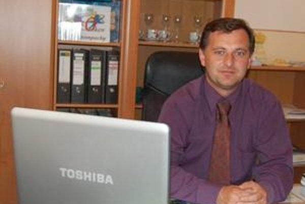 Jozef Valek. Riaditeľ školy si netradičné rodičovské združenia pochvaľuje.