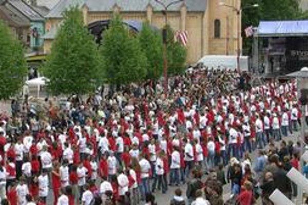 Štvorylka. Na krompašskom námestí ju tancovalo viac ako 1 500 detí.