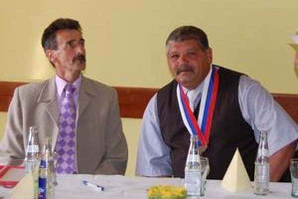Zástupca so starostom. F. Hadušovský (vľavo) je podľa slov starostu I. Mižigára (vpravo) jeho poradcom.