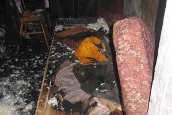 Požiar. V tejto posteli uhorel 59-ročný muž.