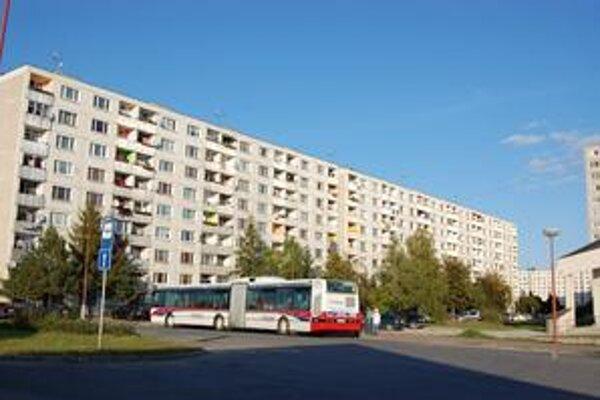 Dopyt aj ceny klesli. Ak niekto chce kúpiť byt, preferuje hlavne centrum mesta. Naopak, najnižší záujem je o byty na sídlisku Západ.