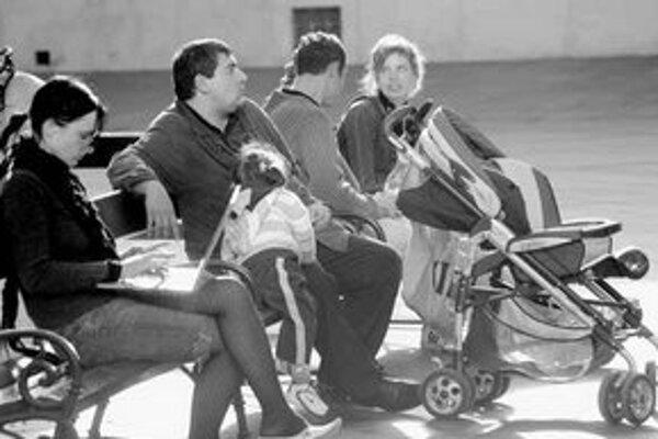 Podľa analýzy ministerstva práce je pre 40–ročných ľudí 2. pilier nevýhodný a mamičky na materskej dovolenke povinne prejdú do 1. piliera. Podľa asociácie dôchodkových sprácovských spoločností sú tieto kroky nesystémové.