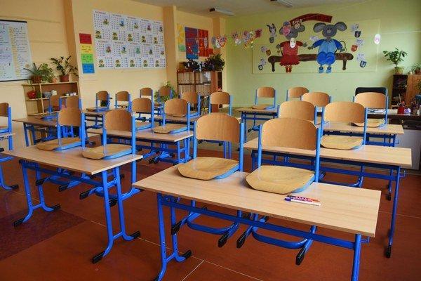 Prázdna trieda tretiakov. V Spojenej základnej a materskej škole na Letnej ulici v Poprade počas štrajku učiteľov.
