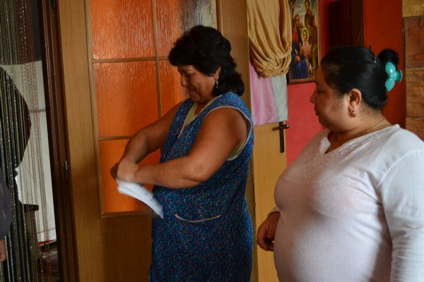 Zvyšné lístky museli ľudia, ktorí hlasovali doma, potrhať pred členmi volebnej komisie, ktorí za nimi prišli s prenosnou urnou.