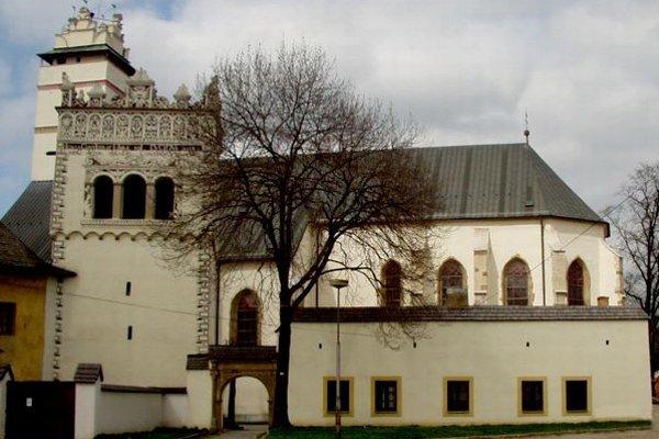 Ústredný kríž s Ukrižovaným na hlavnom oltári sa nachádza v Bazilike minor svätého Kríža v Kežmarku. Má byť dielom Majstra Pavla z Levoče.