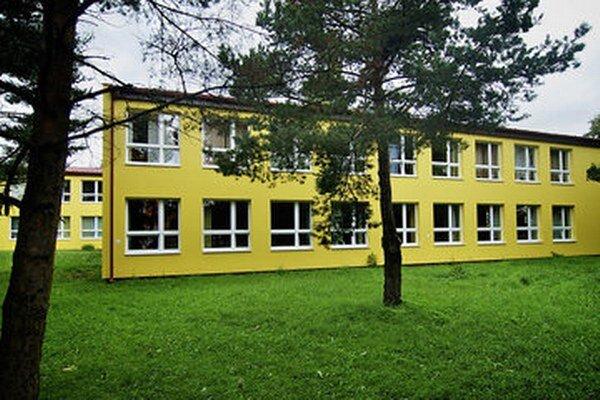 Škola na Mierovej ulici vo Svite.