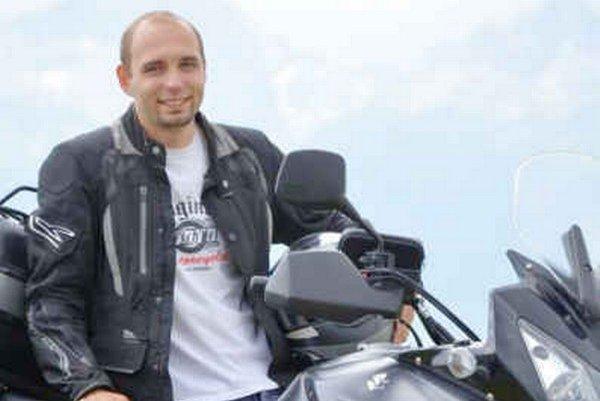 Ľubomír Almáši so svojím motorovým tátošom.