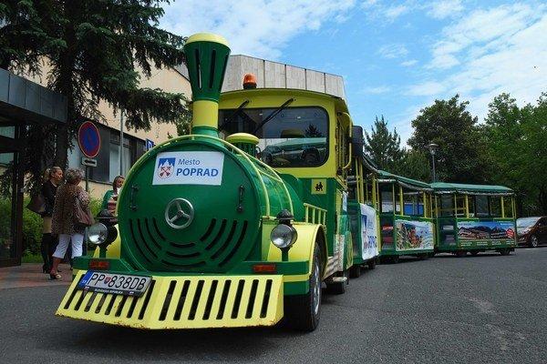 Po meste už jazdí turistický vláčik. Teraz deti majú už aj retro autíčka.