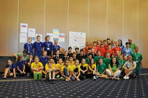Na snímke účastníci Medzinárodného olympijského tábora mládeže v Hornom Smokovci.
