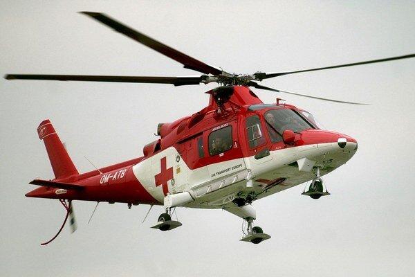 Dnes je už pomoc vrtuľníkov v Tatrách samozrejmosťou.