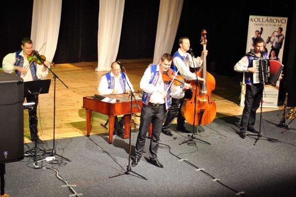Skupina Kollárovci. Svojou hudbou chcú prinášať radosť.