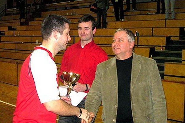 Po piatich rokoch sa turnaj opäť vráti do mestskej športovej haly v Šali. Vpravo Tibor Rábek, jeden z hlavných organizátorov.