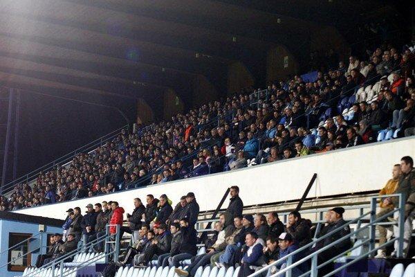 Na poslednom vzájomnom zápase Nitry so Slovanom v marci 2014 bolo 2150 divákov.