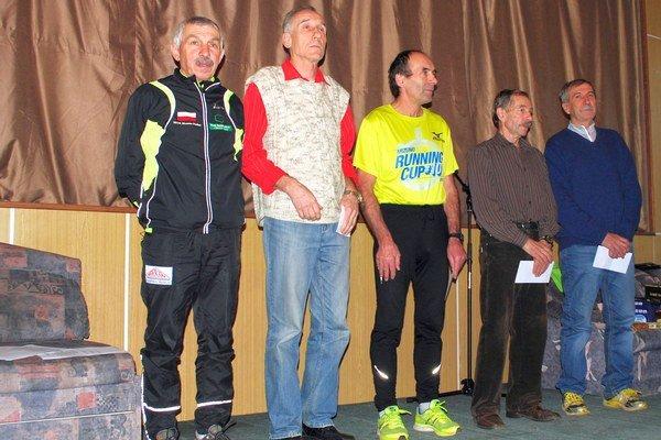 Muži od 60 rokov. Milan Marton z TJ Baník Hôrka (vpravo).