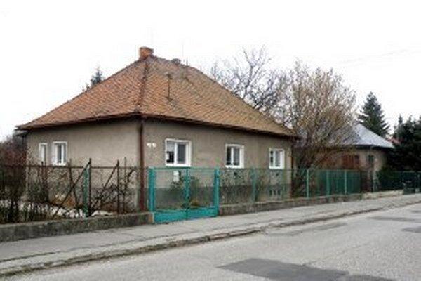 Obyvatelia Štúrovej ulice v Prievidzi nechcú, aby medzi rodinnými domami vyrástla bytovka.
