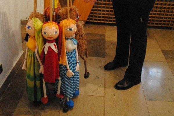 Najväčšie divadelné bábky. Bauerovci s nimi hrávajú často.
