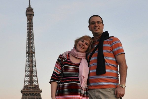 Peter žije vo Francúzsku s manželkou a deťmi.