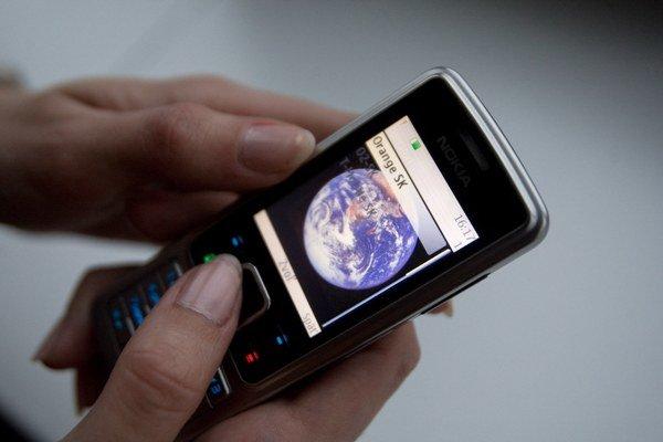 Muž volá z utajeného telefónneho čísla a informuje podnikateľov, že vykonáva v ich firme daňovú kontrolu.