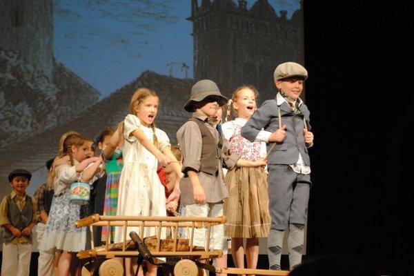 Detský folklórny súbor dotvoril atmosféru niekdajšieho Popradu.