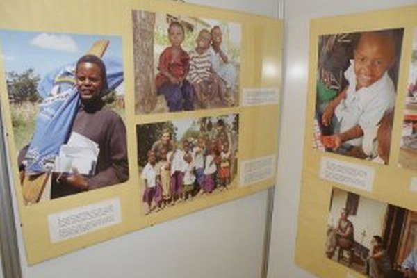 Život v Afrike približuje výstava fotografií dvoch dobrovoľníčok.