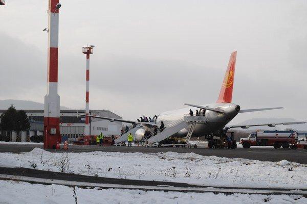 Charterové linky na popradské letisko privezú tisíce turistov z východu.