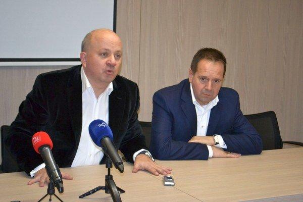 Nové vedenie. Zľava prezident FK Poprad Roman Dvorčák a Anton Danko.